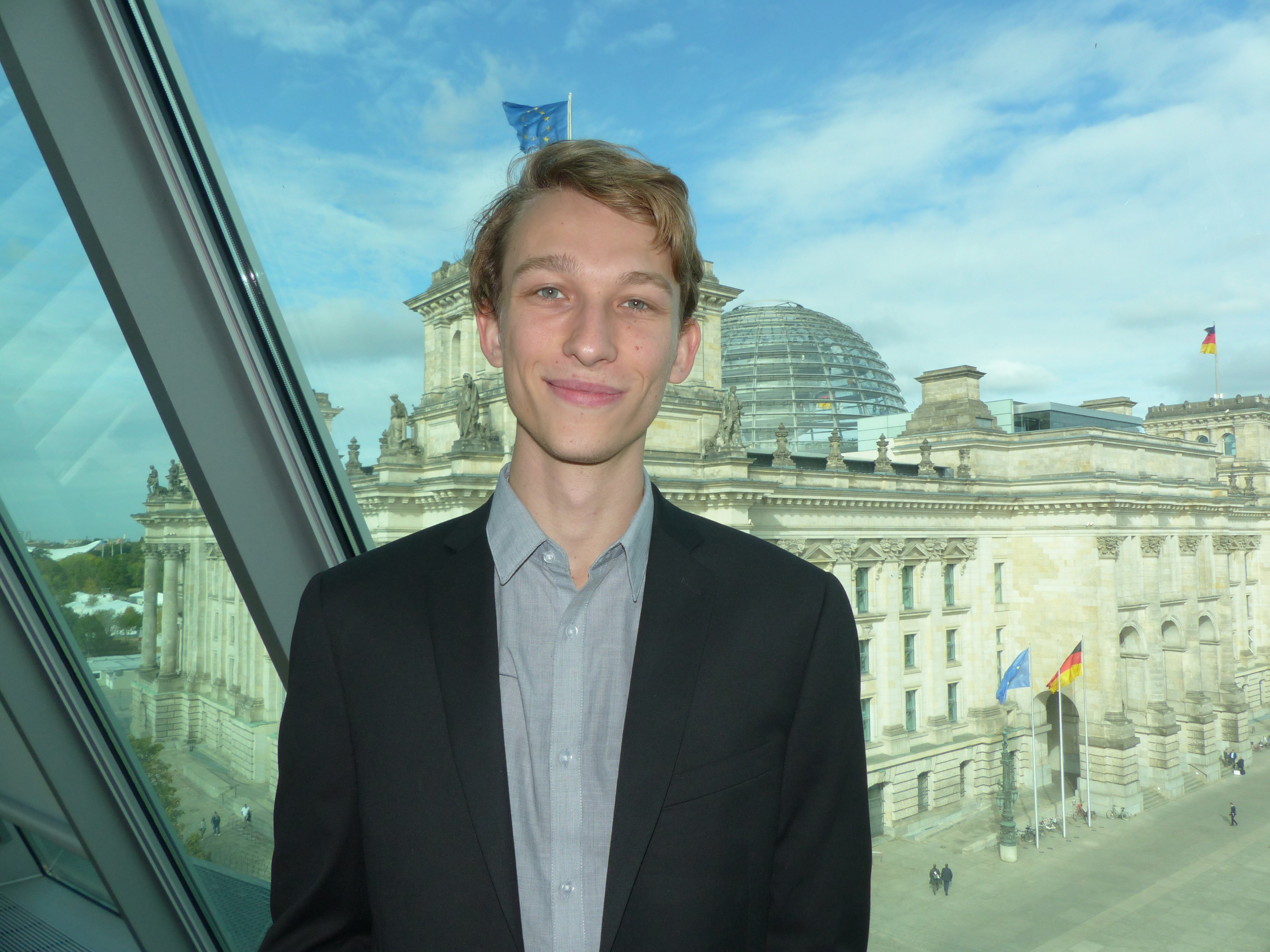 Student in front of the German Parliament